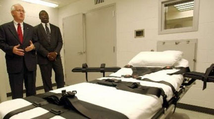 Warden Grantt Culliver, right, and then-Alabama Prison Commissioner Mike Haley during a media tour of the death chamber at Holman Correctional Facility near Atmore. Photo credit: The Birmingham News/ Mark Almond