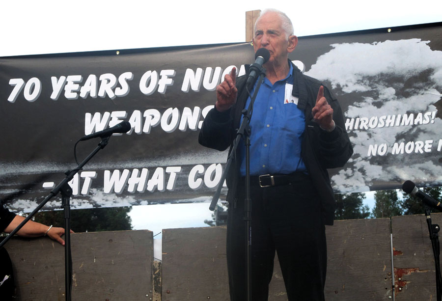 """Daniel Ellsberg speaks at Livermore Lab about the """"outrageous folly and criminality"""" of nuclear weapons. Photo by Ellen Danchik"""